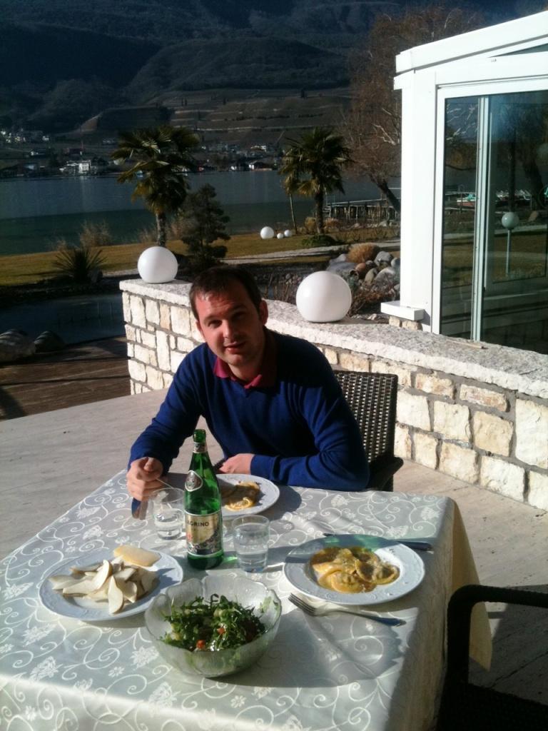 Marcus genießt die Sonne & Idylle am Kalterer See