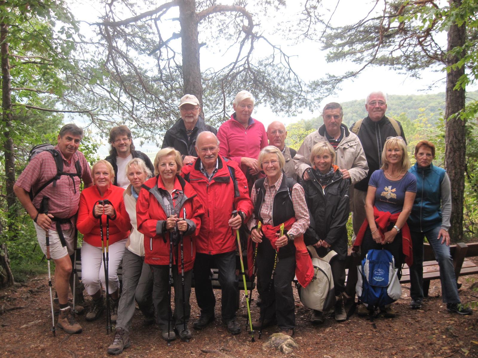 unsere Wanderfreunde unterwegs im Altenburger Wald...