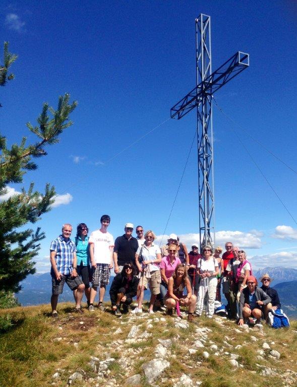 Am Gipfelkreuz beim Kleinen Penegal