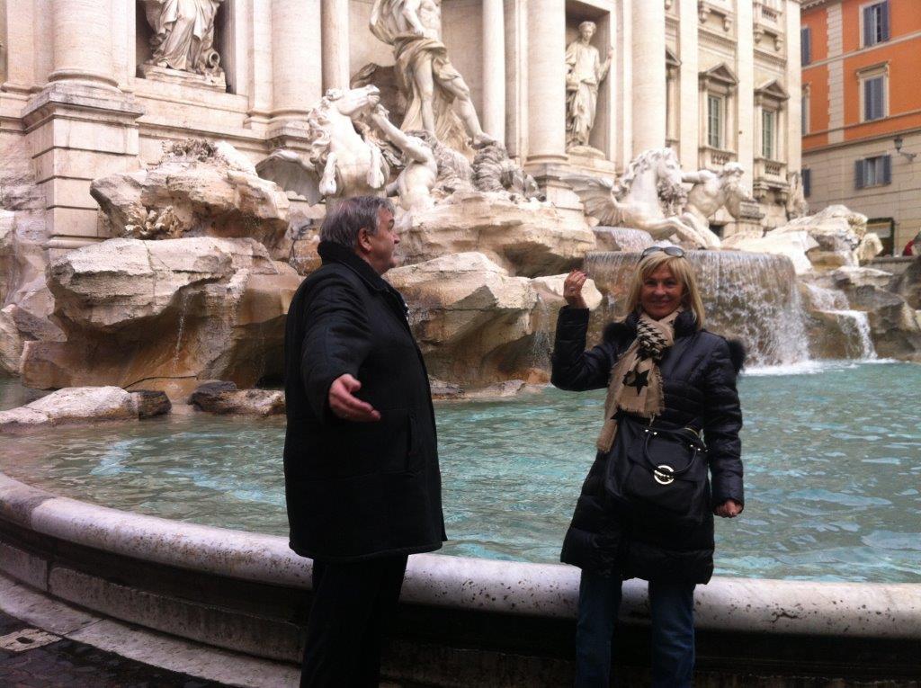 "Vor dem Glücksbrunnen ""Fontana dei Trevi"