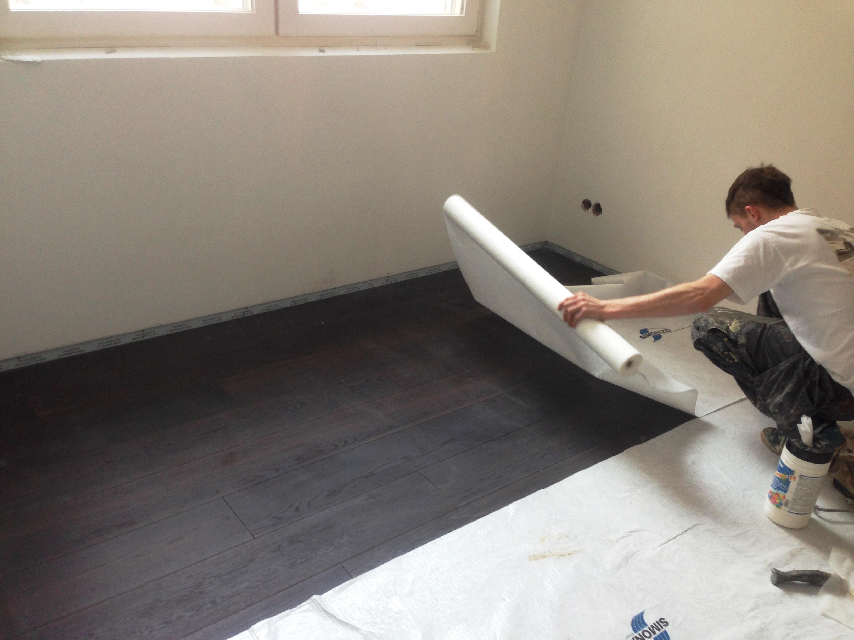 Endlich - Der Holzboden im neuen sehr hellen Ayurvedaraum ist verlegt...