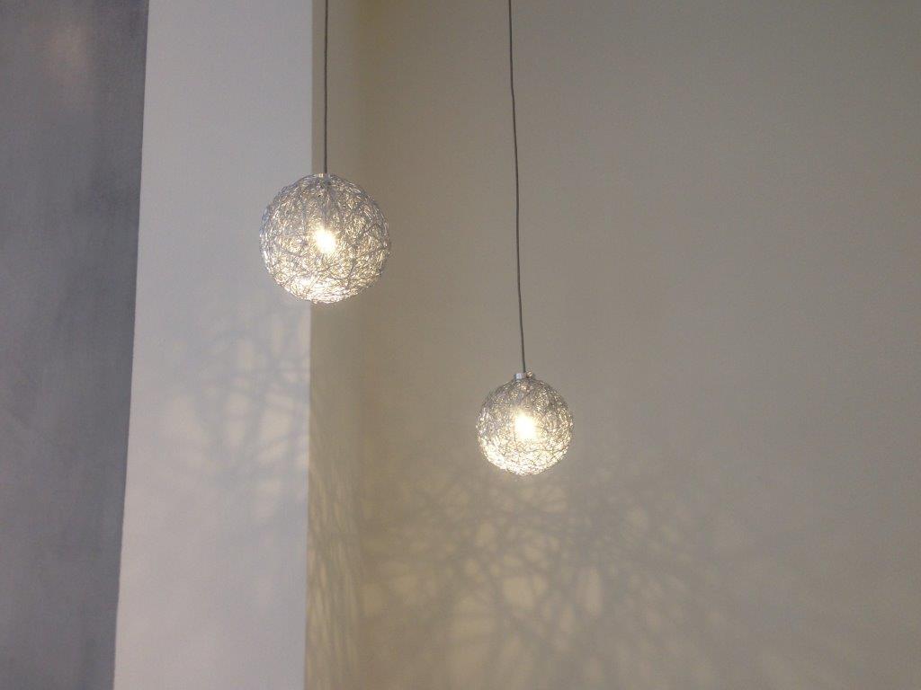 Tolle moderne Leuchtobjekte im Eingangsbereich laden zum Verweilen ein...