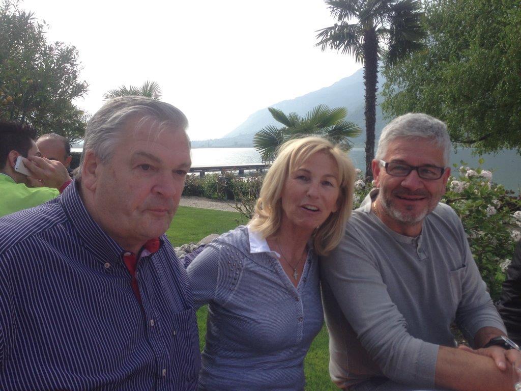 Herr und Frau De Carli mit Bernard Markus von unserer Baumfirma Bernard Bau. Großes Kompliment!