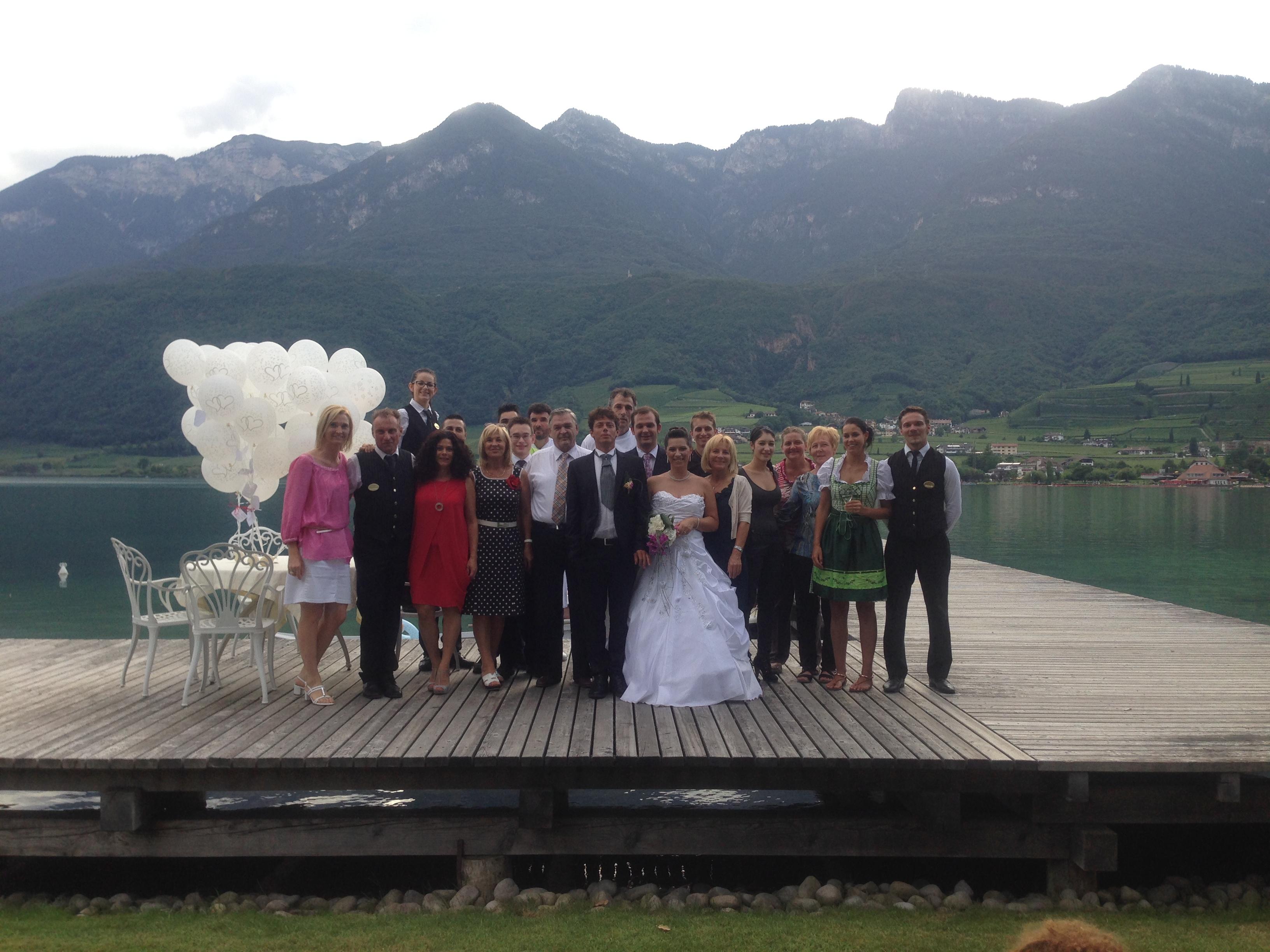 Gruppenfoto mit Brautpaar