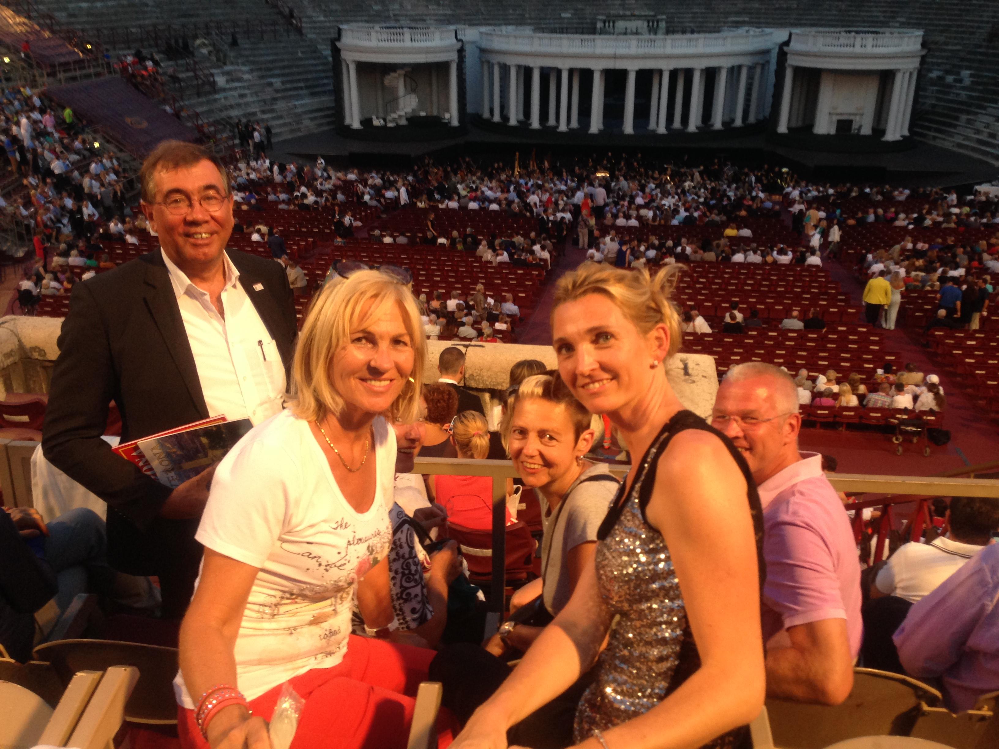 Ergriffene Atmosphäre in der Arena di Verona
