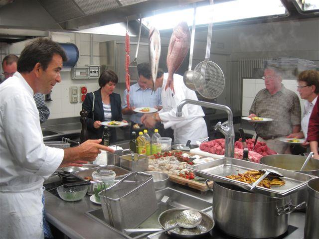 Küchenchef-Stellvertreter Hubert hat alles unter Kontrolle